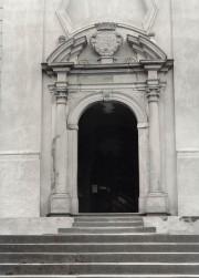 vstupní portál kostela