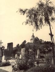 pohled na kapli z židovského hřbitova